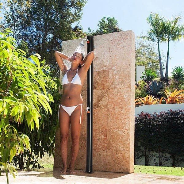 solarna sprcha k bazenom, zahrada